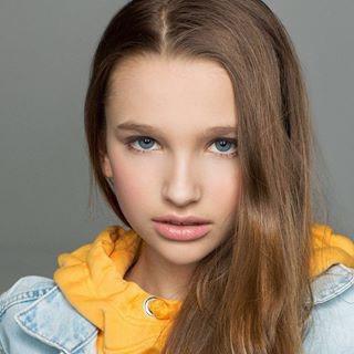 Блоггер Лиза Анохина
