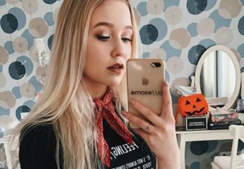 Блоггер Настя Тропицель