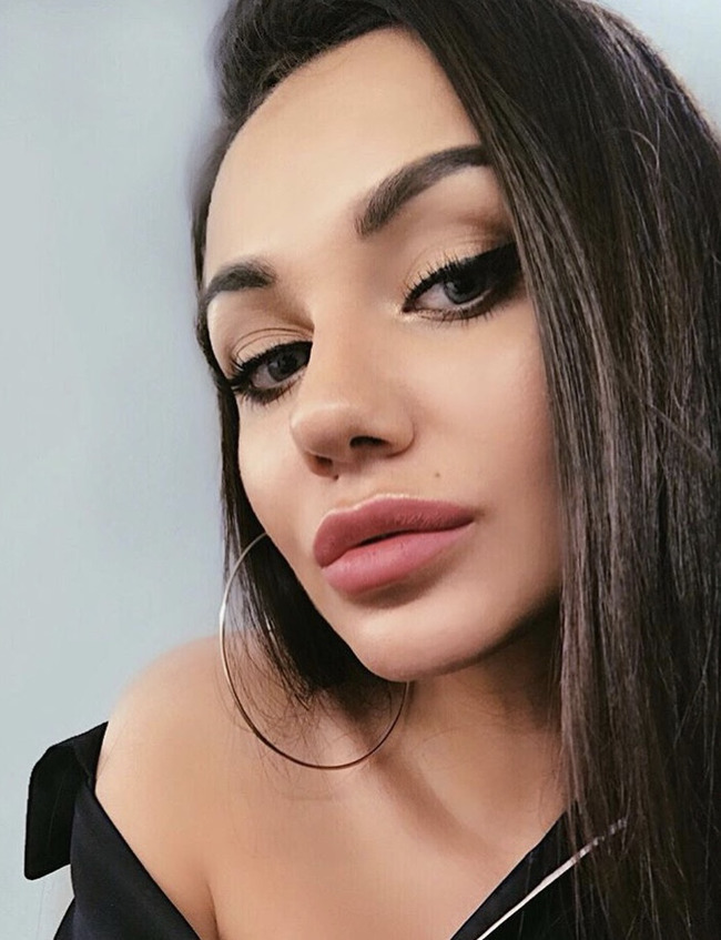 Блогер Анора Назарова