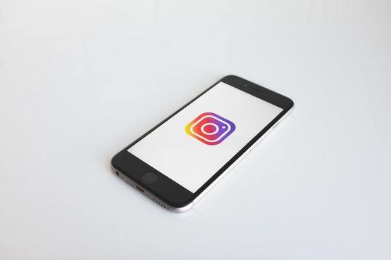 в Instagram тестируют стикер для пожертвований в историях