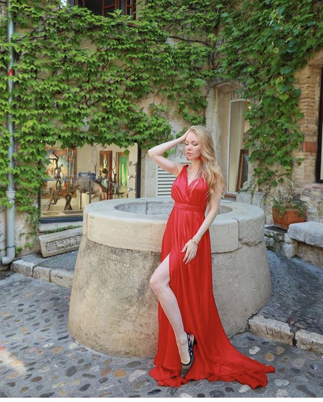 Блоггер Дарина Онестли