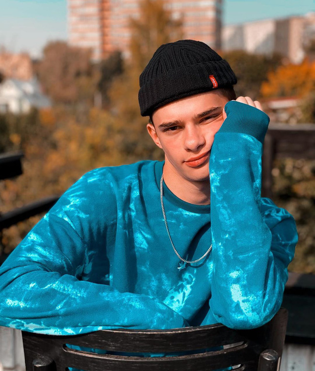 Блогер Олег Романенко