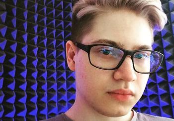 Блогер Максим Review-zor