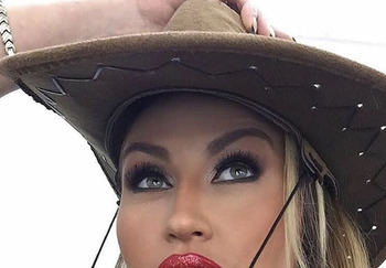 Блогер Людмила Никитина