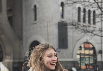 Блогер Николь Елена
