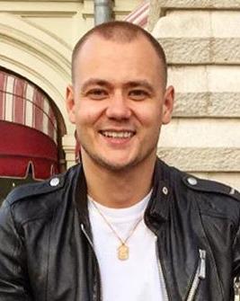 Блогер Максим Власов