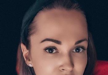 Блогер Анна Довженко