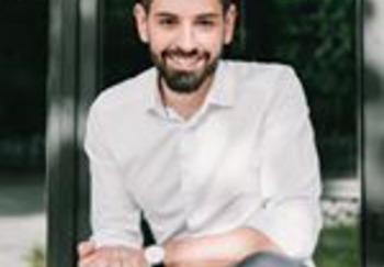 Блогер Максим Корнев