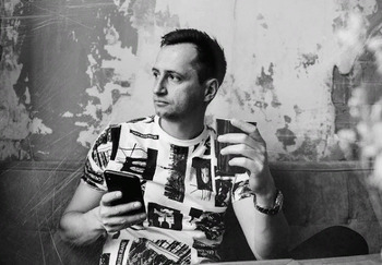 Блогер Денис Лагутенко